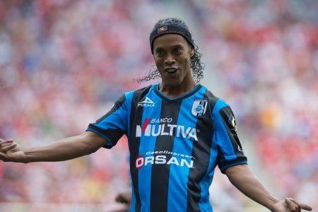 Ronaldinho en su paso por el Querétaro de la Liga MX.