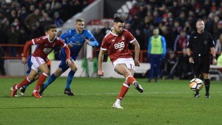 Ben Brereton marcó el penal que le daba el transitorio 3-1 al Forest sobre Arsenal.