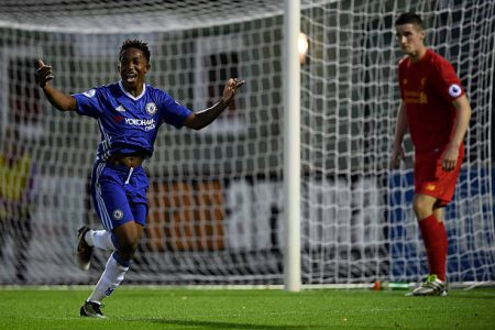 Josimar Quintero celebra un gol jugando para el Chelsea U-23.