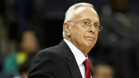 Despues de rozarlo varias veces, Brown consiguió el anillo con los Detroit Pistons.