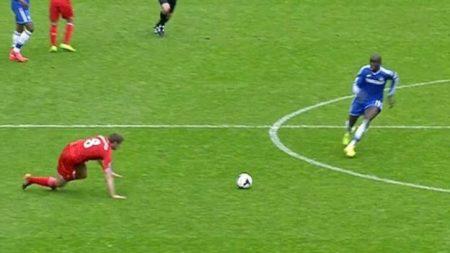 El famoso patinazo de Gerrard, que le complicó mucho la Premier a su Liverpool