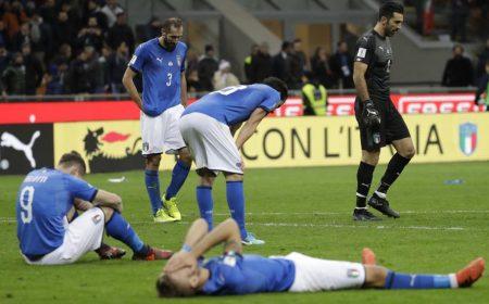 Caos y ridículo en la Federación italiana de fútbol. Los azzurri tocaron fondo en el campo con su eliminación en los Playoff ante Suecia. Mundodeportivo.com