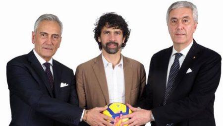 Caos y ridículo en la Federación Italiana de Fútbol. Los tres candidatos a la presidencia de la Federación: Tommasi al centro, Gravina ala izquierda y Sibilia a la derecha.