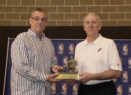 Buford y Coach Pop, padres de la dinastía San Antonio Spurs.