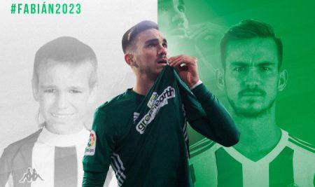 Con esta imagen anunciaba el Real Betis la renovación del canterano Fabián Ruiz