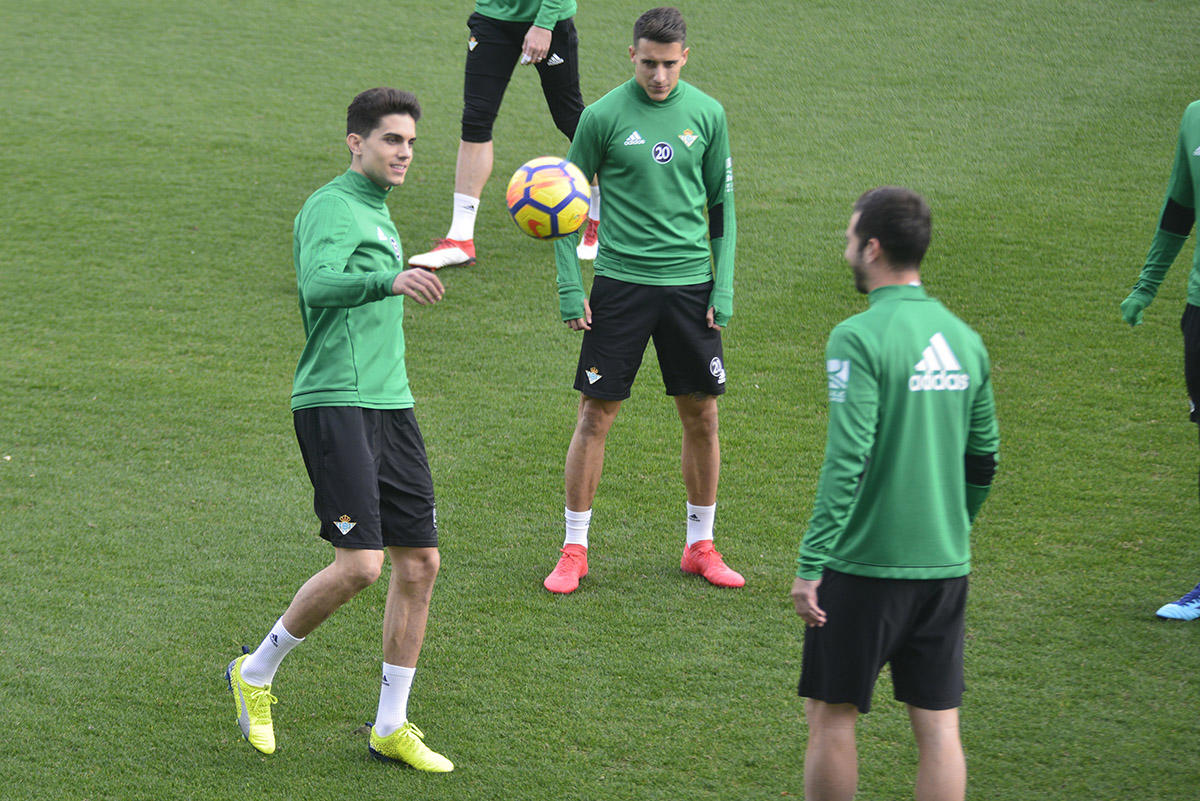 El central catalán ya se entrena con sus nuevos compañeros