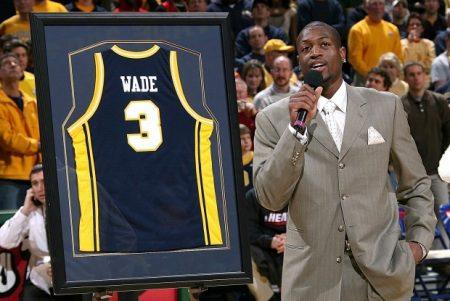 La camiseta número 3 Marquette, retirada en homenaje a Dwyane Wade.
