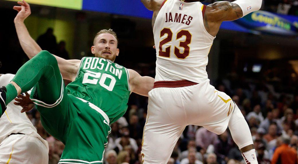 Hayward cayendo, el momento previo a la tormenta, fue el primer gran damnificado entre los lesionados en la NBA.