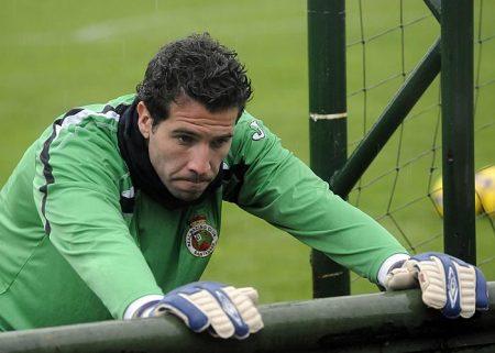 El Racing de Santander llegó a jugar la Europa League con Toño bajo palos.