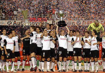 En la temporada 03/04, la historia del Valencia aumentaba con un doblete histórico.