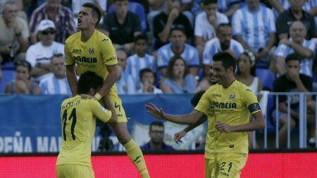 Previa Málaga Villarreal. Jaume Costa, Santos Borré y Bruno celebrando un gol en la Rosaleda.