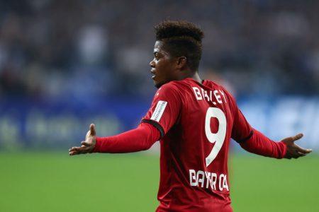 Leon Bailey con la camiseta del Bayern Leverkusen.