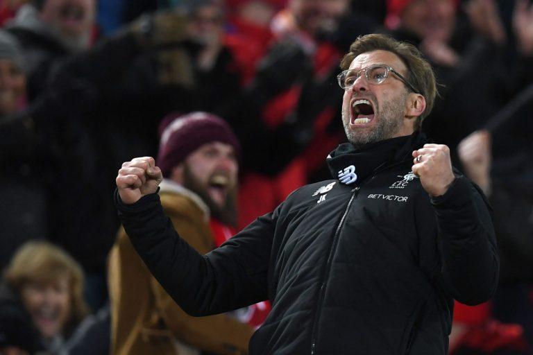 Salah y Firmino celebran un gol con el Liverpool