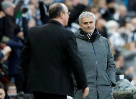 Benítez y Mourinho en la victoria de las urracas frente a los Red Devils este mismo año. Foto: La Vanguardia