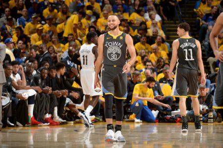 Steph Curry anota 28 contra Pelicans.