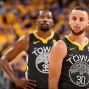 Stephen Curry anota 28 puntos en su vuelta a las canchas
