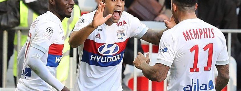 Lyon 17-18: Mariano, Cornet y Depay