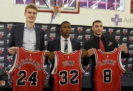 Lauri Markkanen, Kris Dunn y Zach LaVine, jugadores de la plantilla de los Chicago Bulls 2020-2021