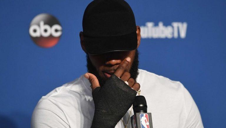 LeBron mano rota finales NBA
