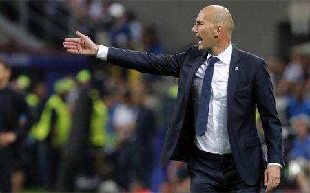 Zidane en el banquillo del Real Madrid.
