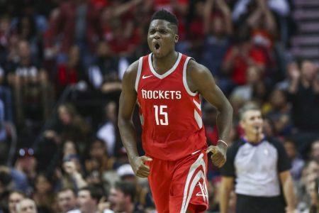 Capela renueva con Houston Rockets