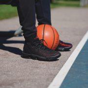 Los 5 jugadores de la NBA que más zapatillas venden