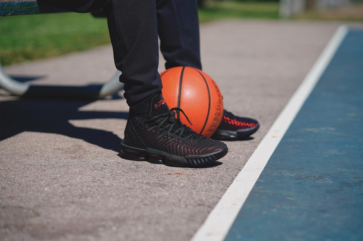 Tratado Habubu carpeta  Los 5 jugadores de la NBA que más zapatillas venden