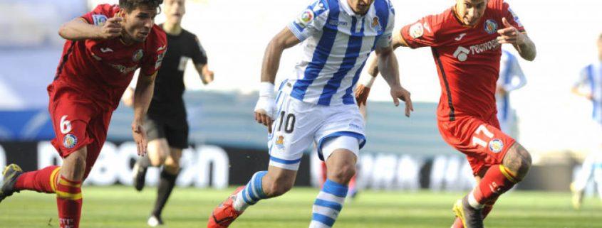 Mikel Oyarzabal en un partido con la Real Sociedad en la temporada 2018-19