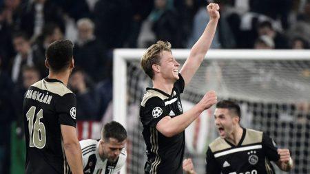 Frenkie de Jong celebra el pase del Ajax a semifinales de la Champions 2018-19.
