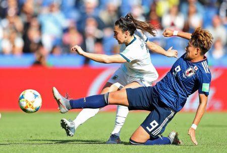 Partido muy trabado entre Argentina y Japón. Imagen vía: Fifa.com