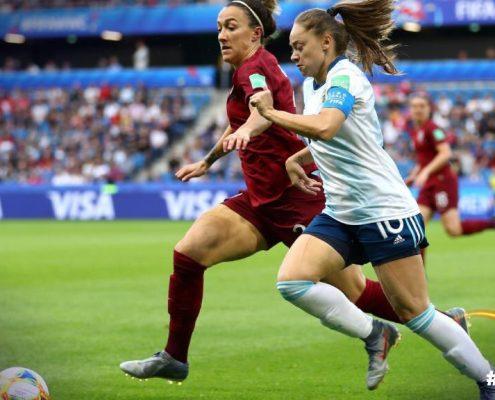 Inglaterra sufrió su segunda victoria del torneo. Imagen vía: Fifa.com