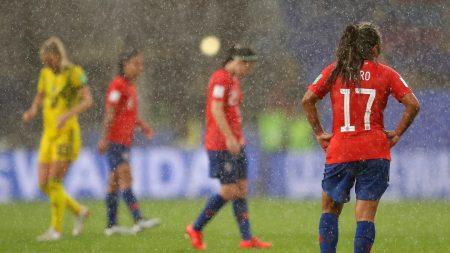 El partido tuvo que ser interrumpido por las condiciones meteorológicas. Foto vía: fifa.com