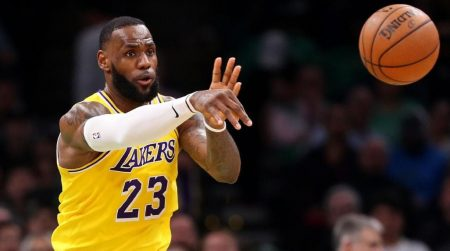 LeBron ante su nueva faceta en los Lakers: pasador.