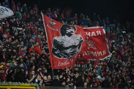 El eterno dorsal 8 del Perugia siempre está presente en el estadio.