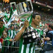 El año que Diego Forlán arruinó una temporada redonda del Real Betis