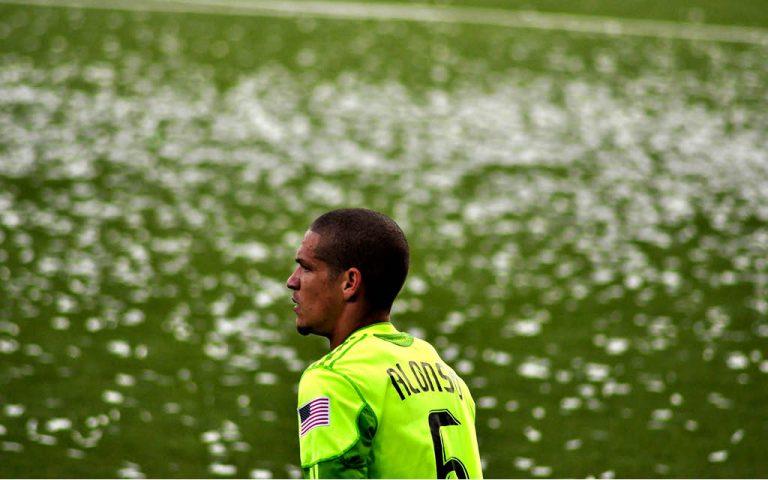¿Quién es y cómo juega Osvaldo Alonso?