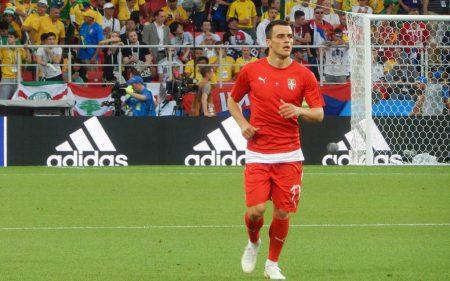 Filip Kostić, en un partido con la Selección Serbia.