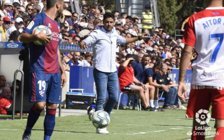 Míchel, entrenador de la SD Huesca 2019-2020