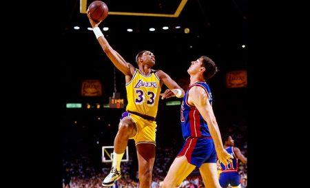 Kareem Abdul-Jabbar, emblema de los Lakers del Showtime.