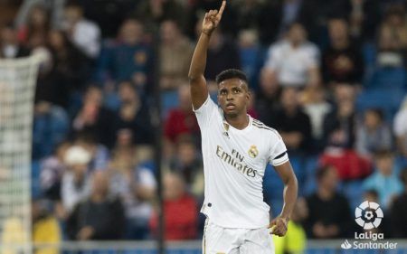 Rodrygo celebrando un gol con el Real Madrid.