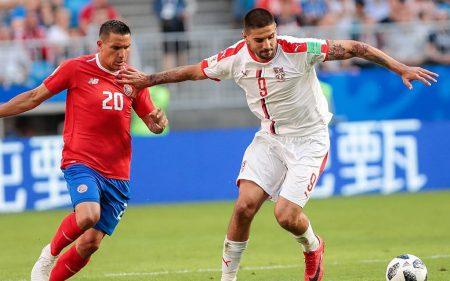 Aleksandar Mitrović, con la camiseta de la Selección de Serbia.