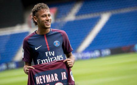 El PSG hizo el fichaje más caro de la historia al contratar a Neymar.