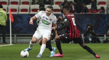 Rayan Cherki en un partido de Champions League con el Olympique Lyon.