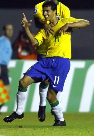 Nilmar llegó a jugar y ser importante con Brasil