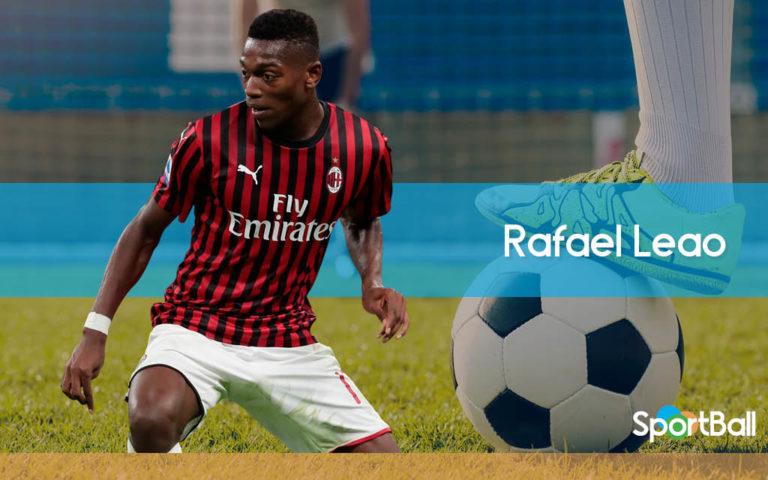 Rafael Leao es un delantero alto, pero ligero, muy rápido y habilidoso